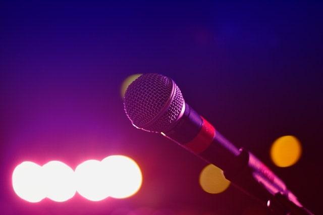 Microphone oh purple light